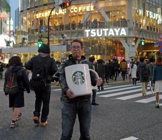 スタバのデカすぎる『ビッグロゴマグ』を持って店舗に行き「コーヒーください」とお願いしたらこうなった!