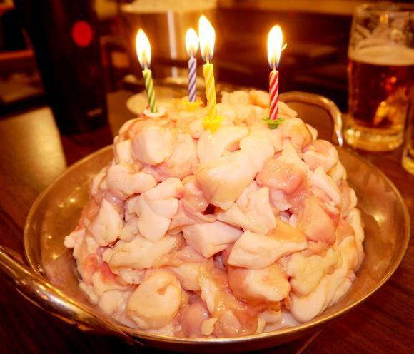 【20人前】男性限定『クリスもつケーキ』を食べてみた / 東京・板橋「串焼げん」