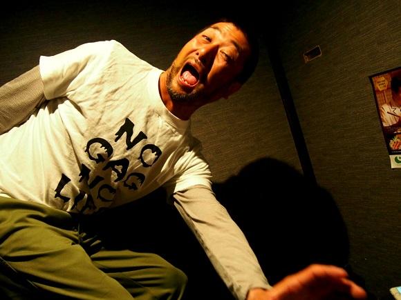 【マジかよ】笑いの聖地・大阪には「出張ギャグ屋」がある / ギャグ15発で1万円や!
