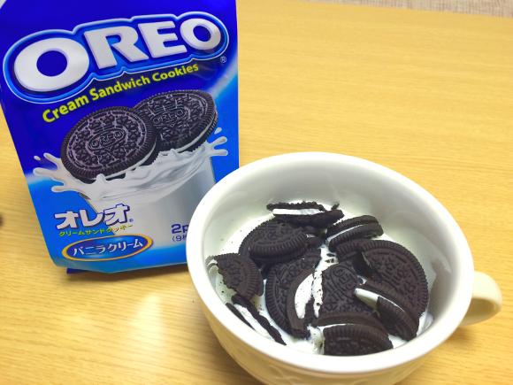【超簡単レシピ】ヨーグルトには「オレオ」を投入せよ! ココア風味のクリームチーズみたいな濃厚な味わいが新鮮!!