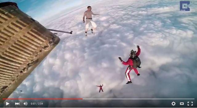 【閲覧注意】命の保証ゼロ! パラシュートなしでスカイダイビングした男がクレイジーすぎて見てられない!!