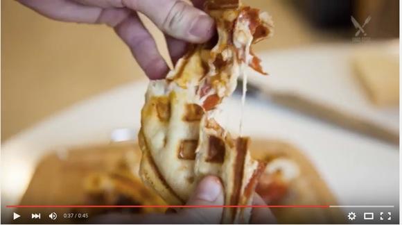 【動画あり】禁断の「ワッフルピザ」がマジ美味そう&オシャレで人気! 革命的な見た目に感動しちゃう!!