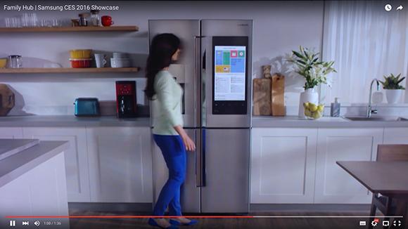 サムスンの『スマート冷蔵庫』がもの凄く便利そう!「外出先でも中身を確認」「巨大スクリーンでテレビも見られる」らしいぞ!!