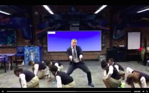 【動画あり】学校の先生が生徒と一緒にキレキレダンスを披露 → 世界中からいいねの嵐
