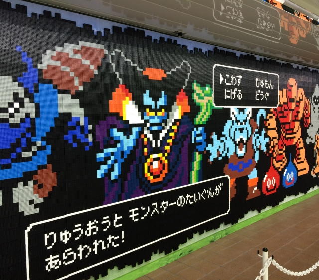 【新宿駅ジャック】18万個のブロックで描かれたドラクエのモンスターが超スゴイ! 思わず見入ってしまう