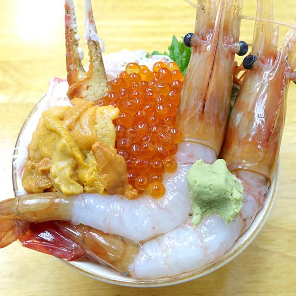 【北海道グルメ】海鮮丼で迷ったらこれ!  ネタの種類を好みで選ぶ / 小樽市「北のどんぶり屋 滝波食堂」の『わがまま丼』