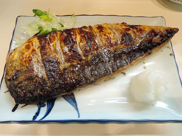 メニューが「サバ定食」しかないのに長蛇の列! 福岡の『真』は本当においしいサバが食べられる超人気店だった