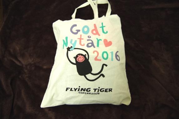 【2016年福袋特集】『FLYING TIGER(フライングタイガー)』の福袋(1000円)の中には使える雑貨とお菓子が全部で10コも入ってた!