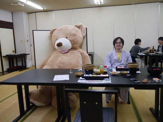 【デカすぎて泣いた】2m50cmの巨大クマと佐賀県に1泊2日してきた / しかも飛行機で
