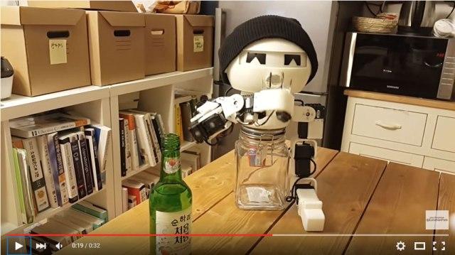 ボッチ飲みの相手に最適! 「酔った素振りまで見せるロボット」が登場して最高の飲み友達に!!