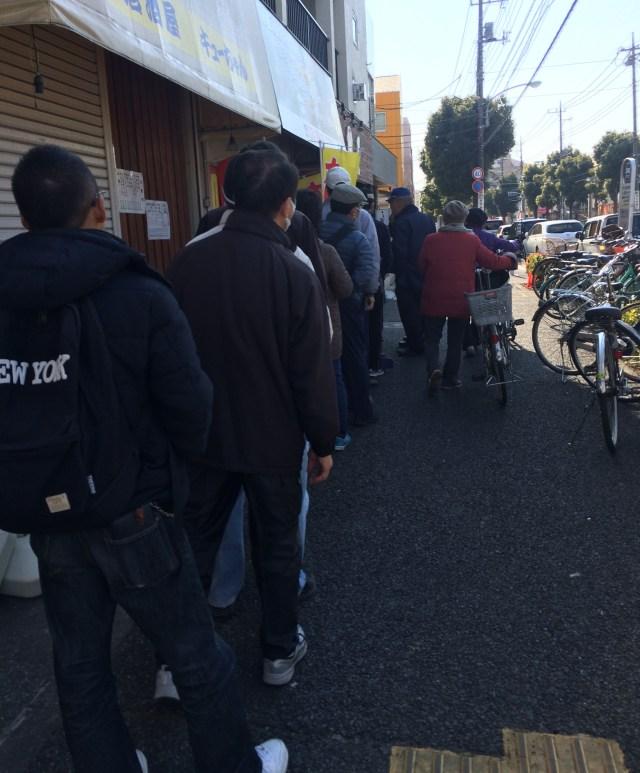 足立区竹ノ塚にオープンした「200円カレー」が大人気すぎてヤバい! 買うのに1時間半もかかったぞッ!!