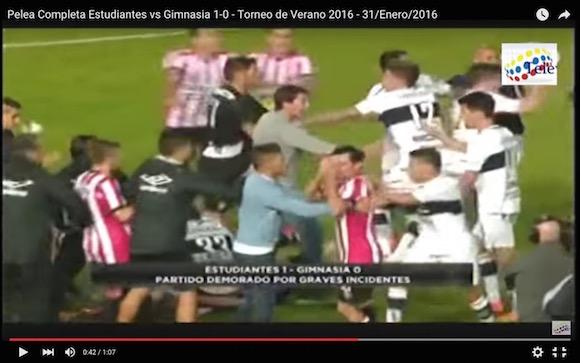 【衝撃サッカー動画】南米怖すぎ! 親善試合なのに没収試合となる大乱闘がアルゼンチンで勃発