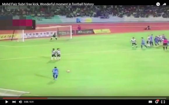 【衝撃サッカー動画】ボールが生きているかのように曲がる! 数年に一度あるかどうかの超絶フリーキックに世界中が驚愕