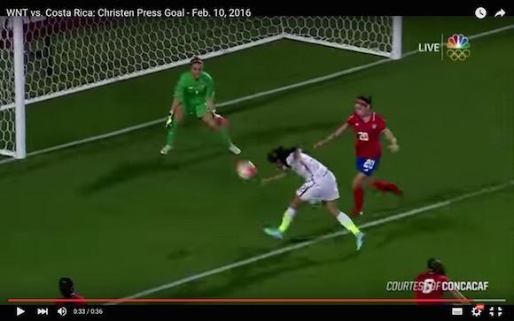 【衝撃サッカー動画】年間ベストゴールはこれで決まり!? 女子サッカーで近年まれに見るレベルのビューティフルゴールが炸裂