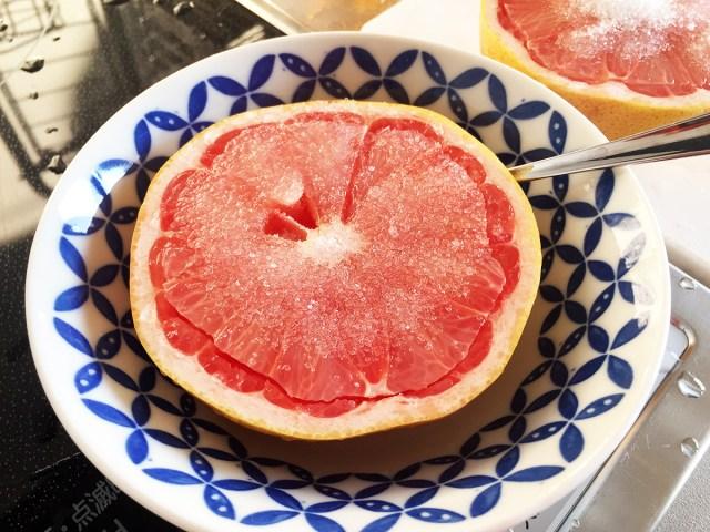 【衝撃】グレープフルーツを半分に切って砂糖をかけて食べると激ウマ