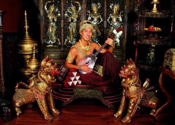【タイ】チェンマイのナイト・バザールで35歳のオッサンが約1200円で生まれ変わってきた話