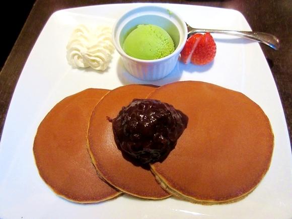 """カステラ1番「文明堂カフェ」の『焼立て """"三笠"""" パンケーキ』はあなたのパンケーキ像を粉砕するほどに激ウマ1番だぞォォォオオ! 東京・日本橋"""