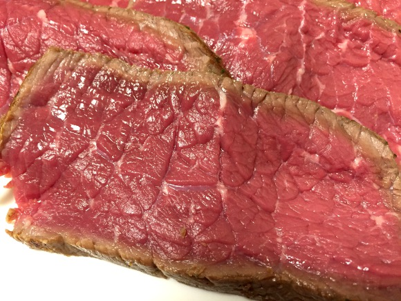 【肉の日レシピ】安い肉でもウマくなる! 超簡単「平野レミ風ローストビーフ」で赤肉を豪快に喰らうべし!!