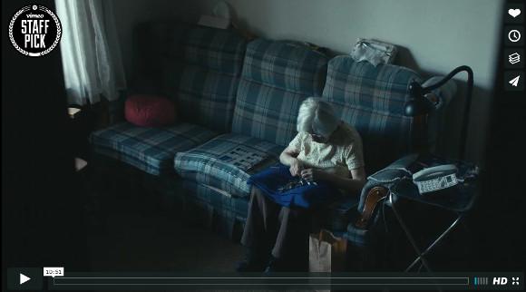 """【悲しすぎ】98歳のおばあさんが孤独感を紛らわすためにしていた """"ある事"""" とは? 「何かしてあげたい」というネットユーザーが続出"""