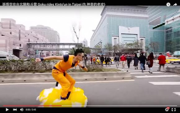 【衝撃動画】筋斗雲に乗って街を疾走する孫悟空が激写される
