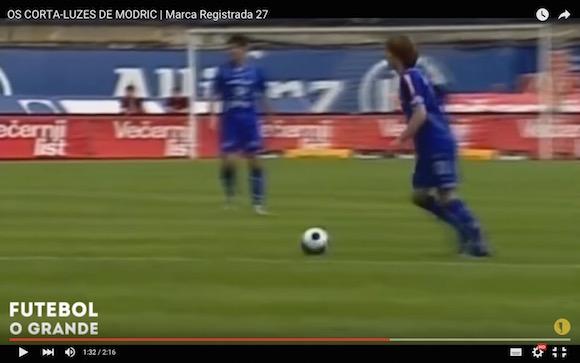 【サッカー少年必見】ボールに触れず相手をかき乱すスーパーテクニック