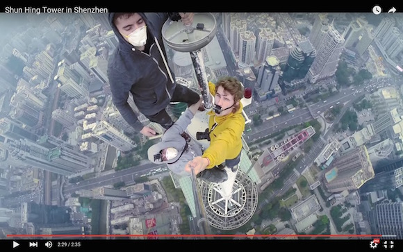 【閲覧注意】見ているだけで背中がゾクッ! 地上384メートルに素手で登頂する視点映像が最後まで再生できないレベルの恐怖感!!
