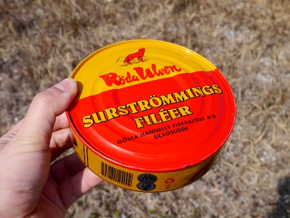 【検証】世界一臭い缶詰『シュールストレミング』が余裕で食べられる「魔法の音楽チャンネル」が存在するらしい / 本当なのか試してみた