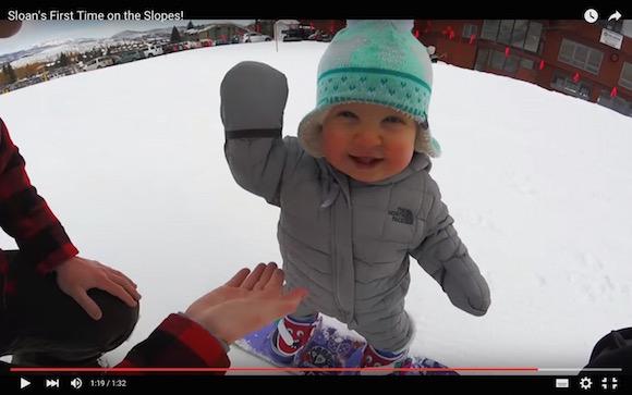 【衝撃動画】1歳なのに絶妙なバランス感覚! スイスイ滑る赤ちゃんスノーボーダーが超キュート!!