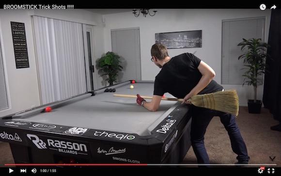 【神業ビリヤード動画】テクニックがあれば何でもできる! 凄腕ハスラーがキューをホウキに持ち替えたらこうなった