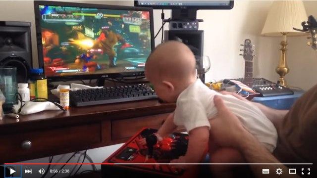 【スゴすぎ動画】生後6カ月で格ゲー! 赤ちゃんによる見事な『ストリートファイターV』プレイ動画が発見される