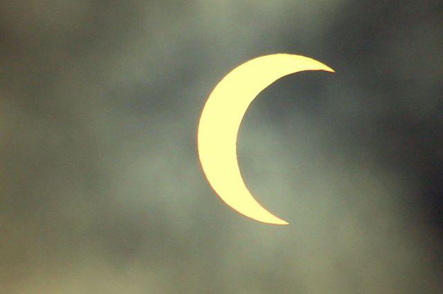 【空を見よ】きょう3月9日は「部分日食」の日! 10時~12時頃に日食が見られるぞ~っ! オススメの観測方法は「日食グラス」か「鏡」だよ / 次回は2019年