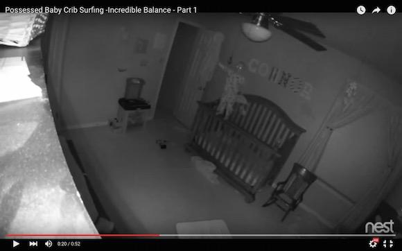 【衝撃動画】ベビーベッドから脱出しようとした赤ちゃんが見せた驚異のバランス感覚
