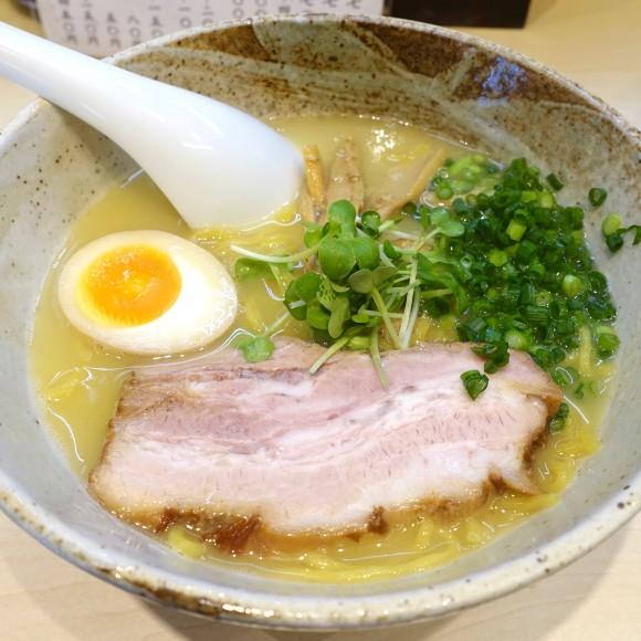 【北海道ラーメン探訪】超絶クリーミィーな鶏白湯スープがたまらない 札幌「麺や けせらせら」