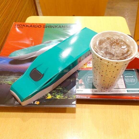 【祝開業】鉄道ファン&キッズが歓喜乱舞! ロッテリア北海道限定「北海道新幹線H5 系セット」を購入してみた