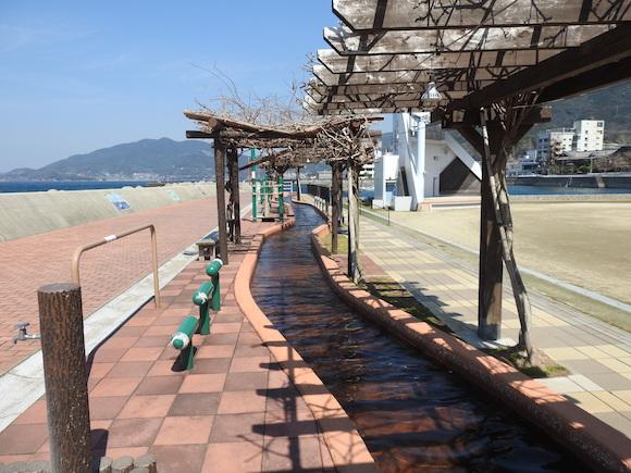 【絶景】全長105メートル! 日本一長い足湯「ほっとふっと105」に行ってみた
