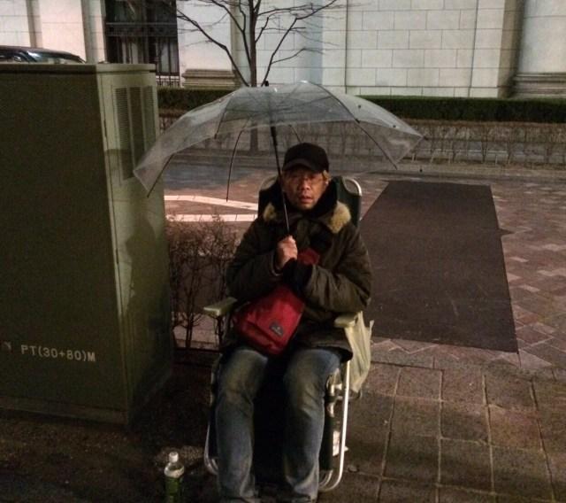 【iPhone SE行列】都内で豪雨が相次ぐなか千代田区だけ雨雲が回避! ジョブズの加護か……