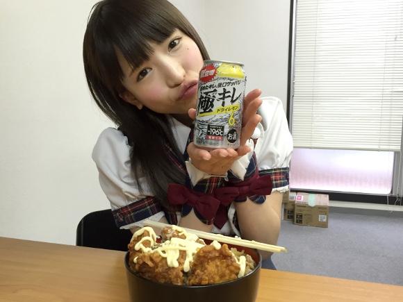 【デカ盛り】超こってり「ごま油マヨ牛丼」と「-196℃極キレ」を大食いアイドル『もえあず』に試してもらった結果