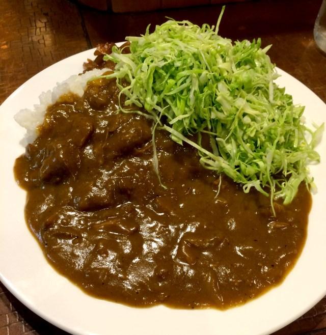 【カレー探求】シャキシャキのキャベツの食感がヤミツキになる! 老舗カレースタンド「マーブル」 東京・有楽町