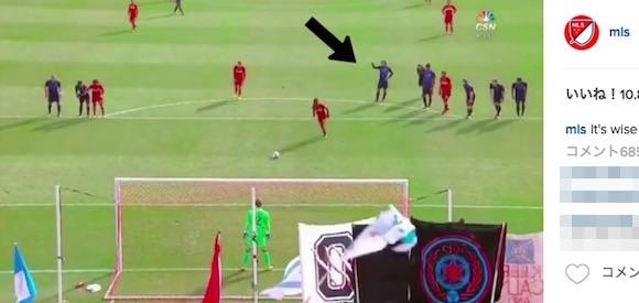 【衝撃サッカー動画】天才だからできる一瞬の判断! 元イタリア代表・ピルロがPKでキッカーの蹴る方向を的中させる