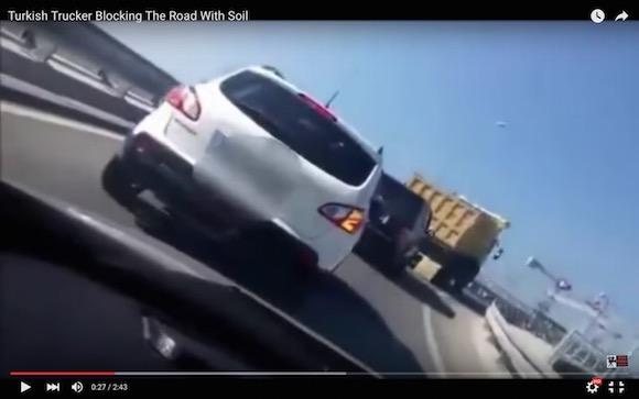【衝撃動画】完全にブチギレプッツン! トルコのトラック運転手をあおると恐ろしいことになる
