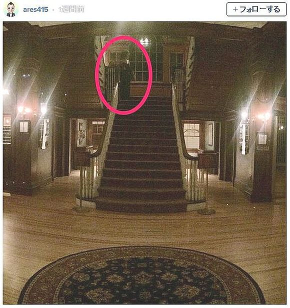 傑作ホラー映画『シャイニング』の撮影で使われたホテルに宿泊した客が心霊写真を撮影! ハッキリ写りすぎた幽霊がマジで恐怖な件
