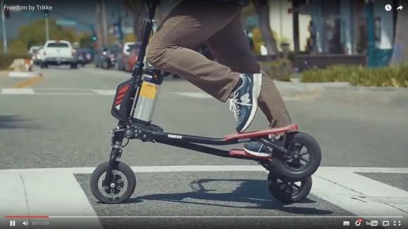 【動画】なにこれ欲しい! 段差も余裕で乗り越える電動三輪キックボード「フリーダム」