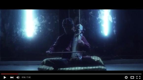 """【真っ暗な部屋で聴いて!】『スター・ウォーズ』の名曲を """"インドの民族楽器"""" で弾くと鳥肌&感涙モン! 超絶カッコいいんじゃああああ!!"""