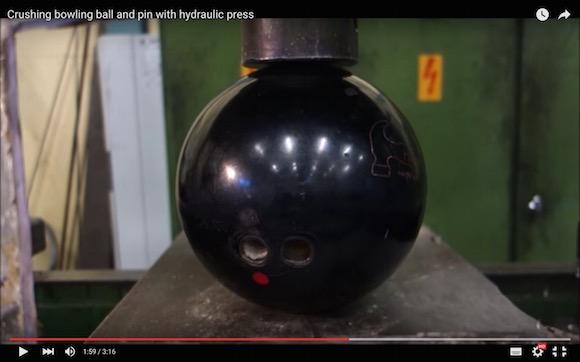 【衝撃実験結果】ボウリングのボールとピンを押しつぶすと想定外の姿になる