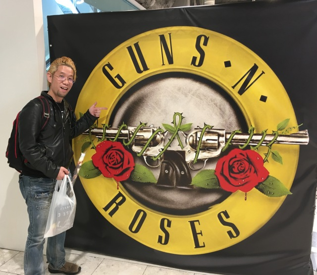 【ファン必見】期間限定でGUNS N' ROSES 専門店「GUN'S SHOP」が池袋にオープンしてるぞ〜ッ!