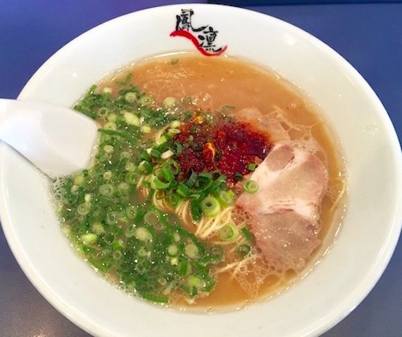 【福岡グルメ】日本で初めて豚骨ラーメンに唐辛子を入れた『鳳凛』がバリうま! ピリッとパンチの効いた味は KO 不可避