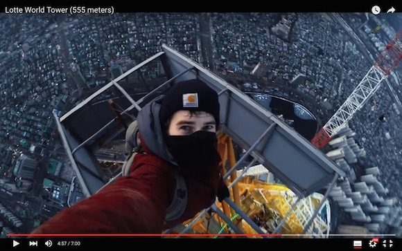 【恐怖映像】命知らずのロシア人が世界で6番目に高い超高層ビルに素手で登頂する緊迫の不法侵入劇