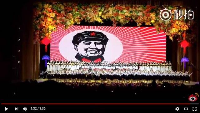 """中国版AKB? 謎の社会主義アイドル『56輪の花』がいろいろスゴイ / 50名以上の """"純潔少女"""" が毛沢東の絵の前で歌って踊ってときどき炎上"""