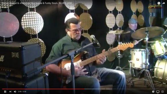 【動画】ハリウッド俳優「スティーヴン・セガール」のギター演奏が上手すぎてヤバい