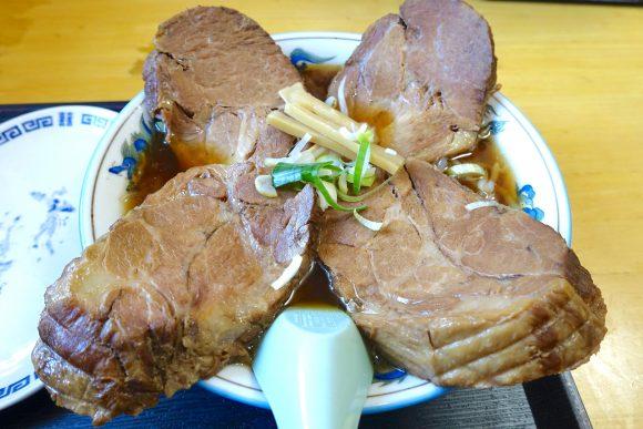 【北海道ラーメン探訪】肉がデカすぎて麺が見えない『ジャンボチャーシューメン』が食べられる店「味の一龍」苫小牧